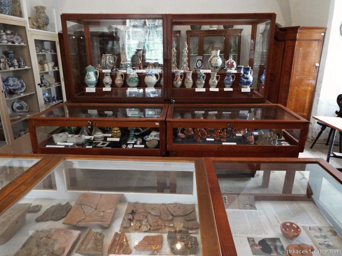 Zámek Ždánice - Vrbasovo muzeum - expozice keramiky