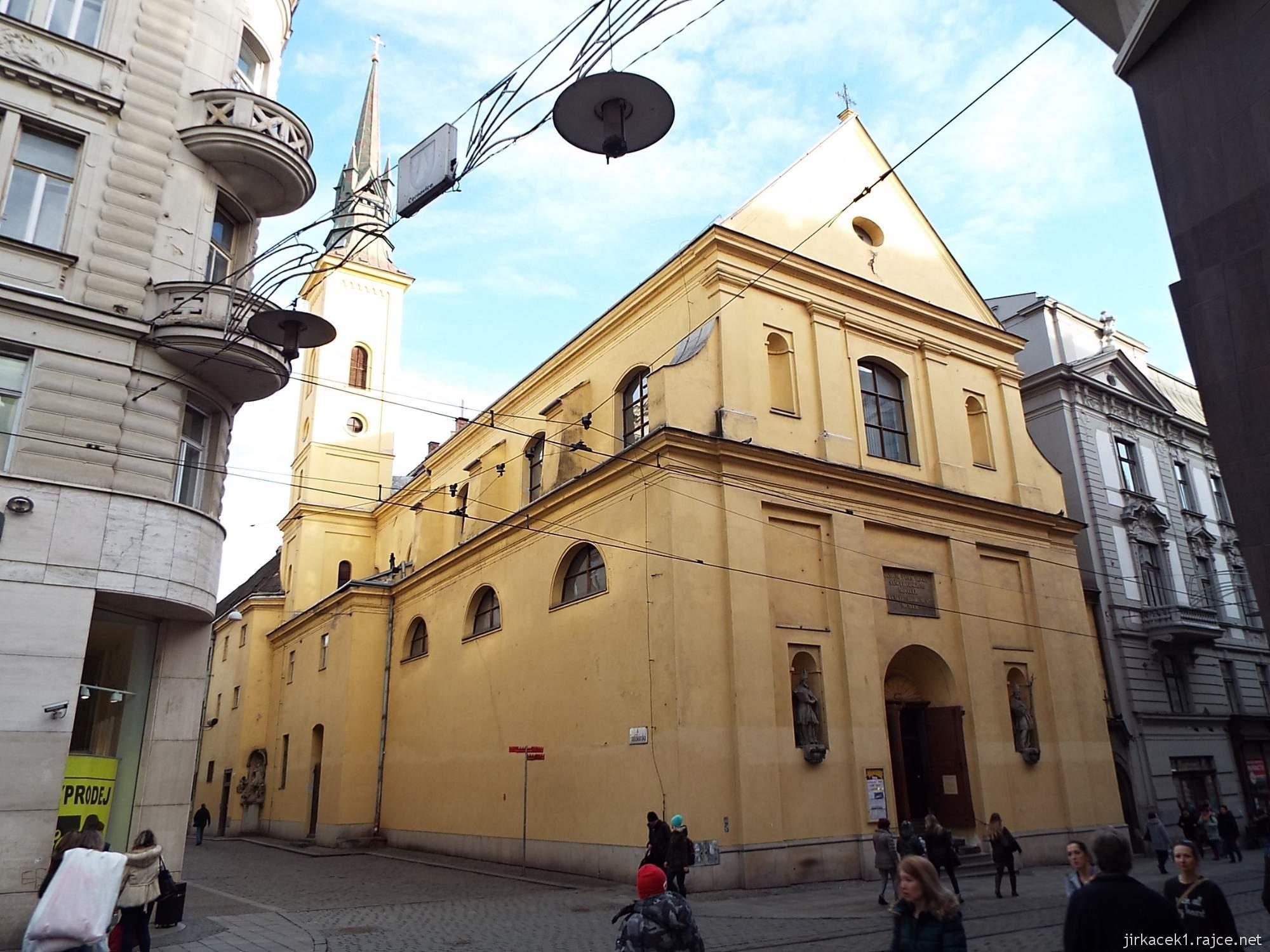 Brno - Kostel svaté Máří Magdalény a rušná Masarykova ulice