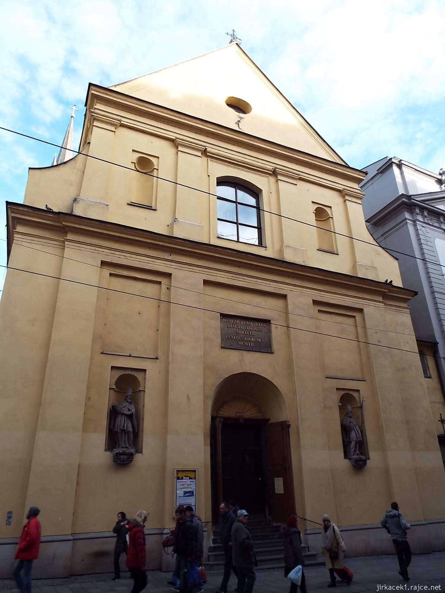 Brno - Kostel svaté Máří Magdalény - průčelí se sochami