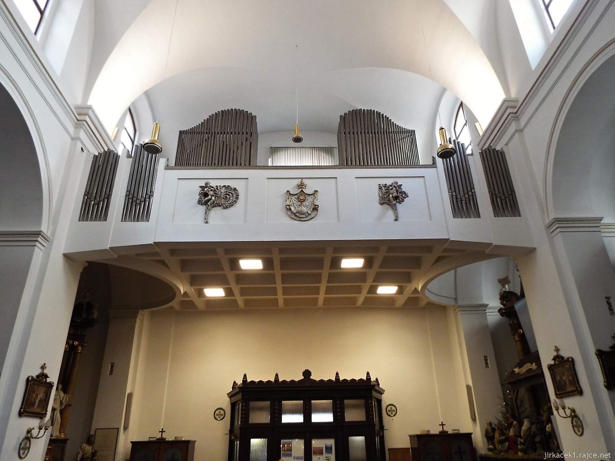 Brno - Kostel svaté Máří Magdalény - interiér - hudební kůr s varhanami