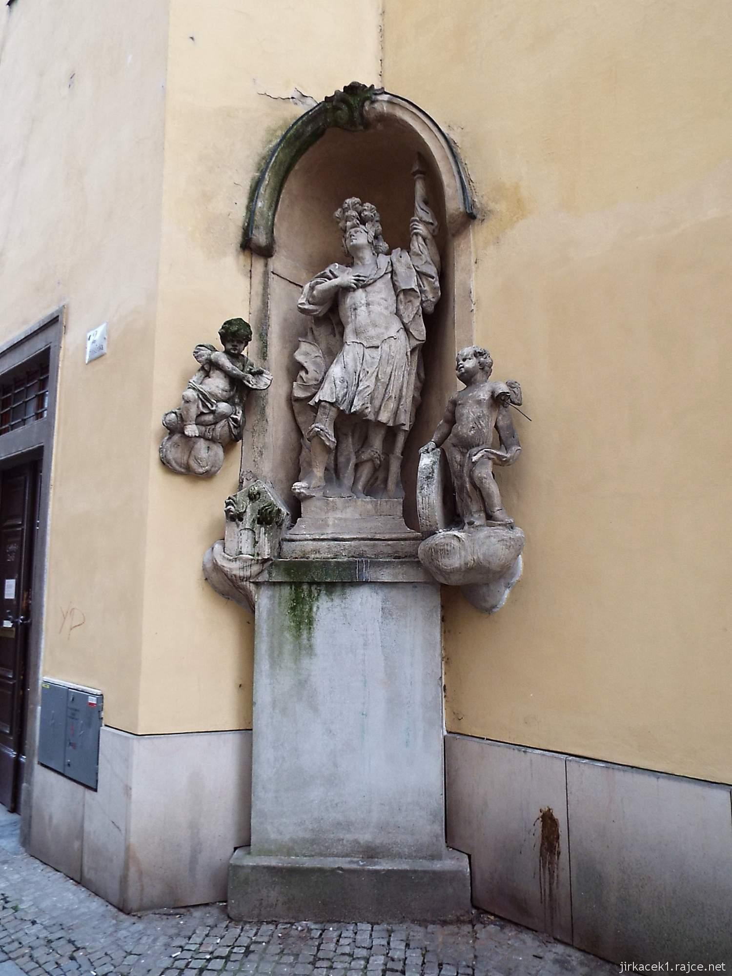 Brno - Kostel svaté Máří Magdalény - socha sv. Floriána se dvěma andílky od Antonína Rigy