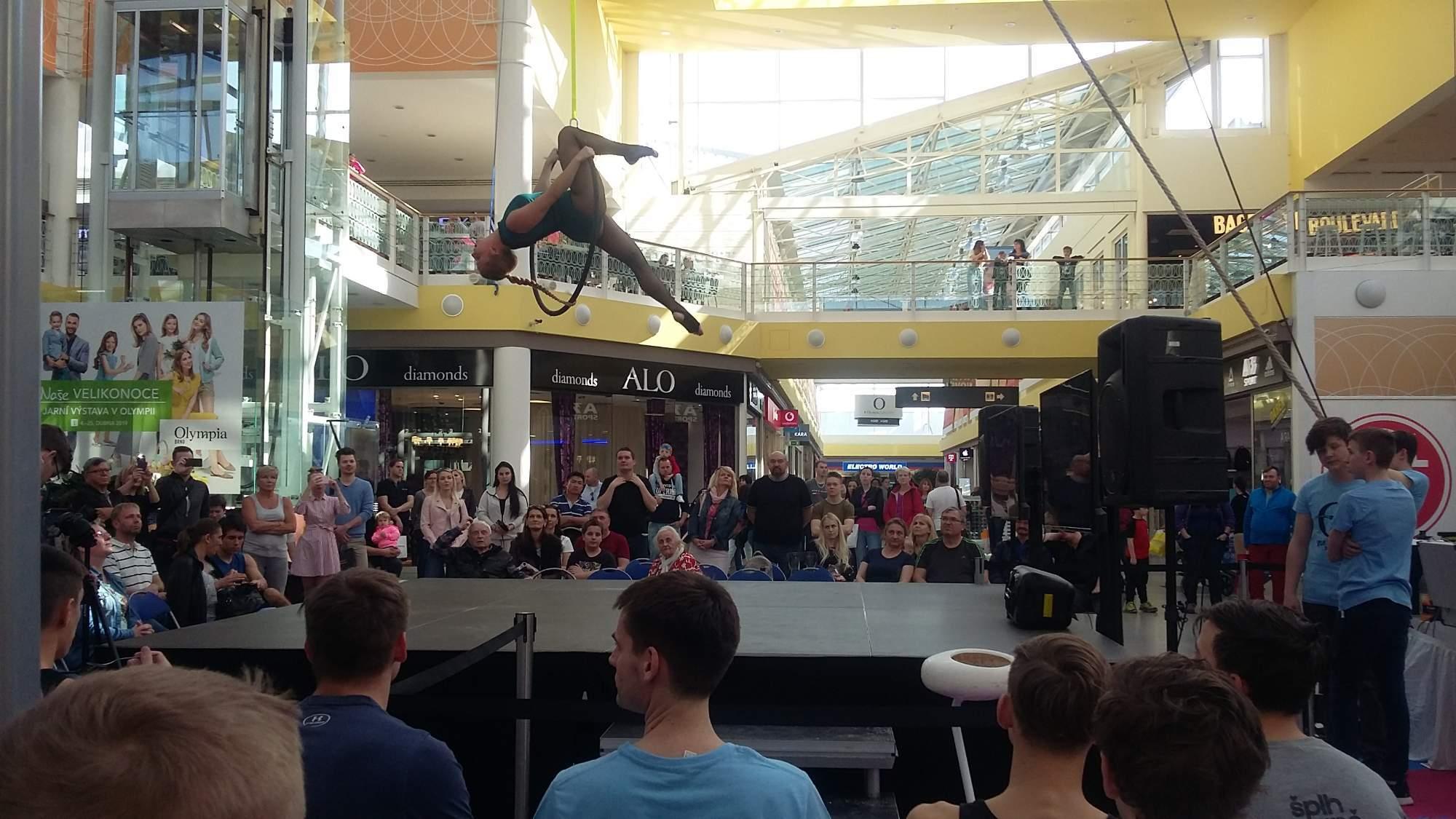 Akrobatické taneční vystoupení na kruhu předvedla Tereza Tomanová. Foto: Lucie Kohoutková