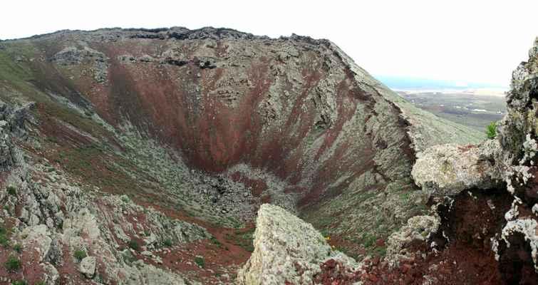 ...pohled do kráteru Monte Corona...