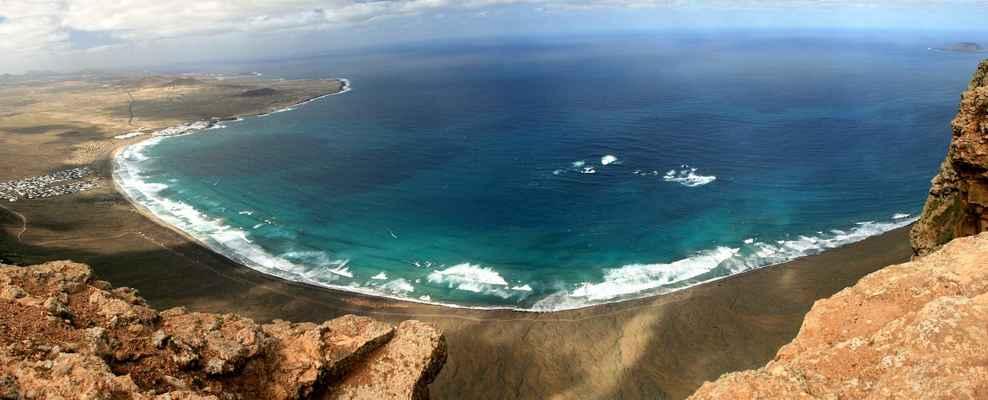 ...výhled na pláže a plážová střediska ze šestisetmetrové výšky...