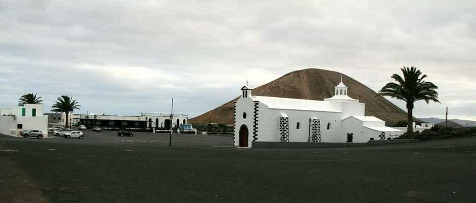 ...na ostrově je také množství kapliček - Nuestra Seňora de los Volcanes...