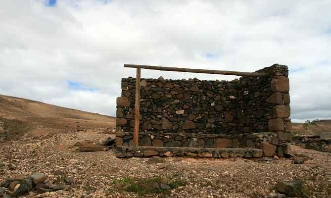 ...a s jedinou útulnou na ostrově - Refugio del Aljibe...