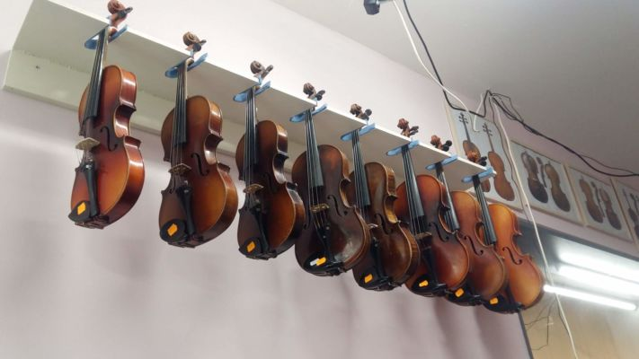 Návštěvníci uvidí také některé hudební nástroje typické pro romskou hudbu.