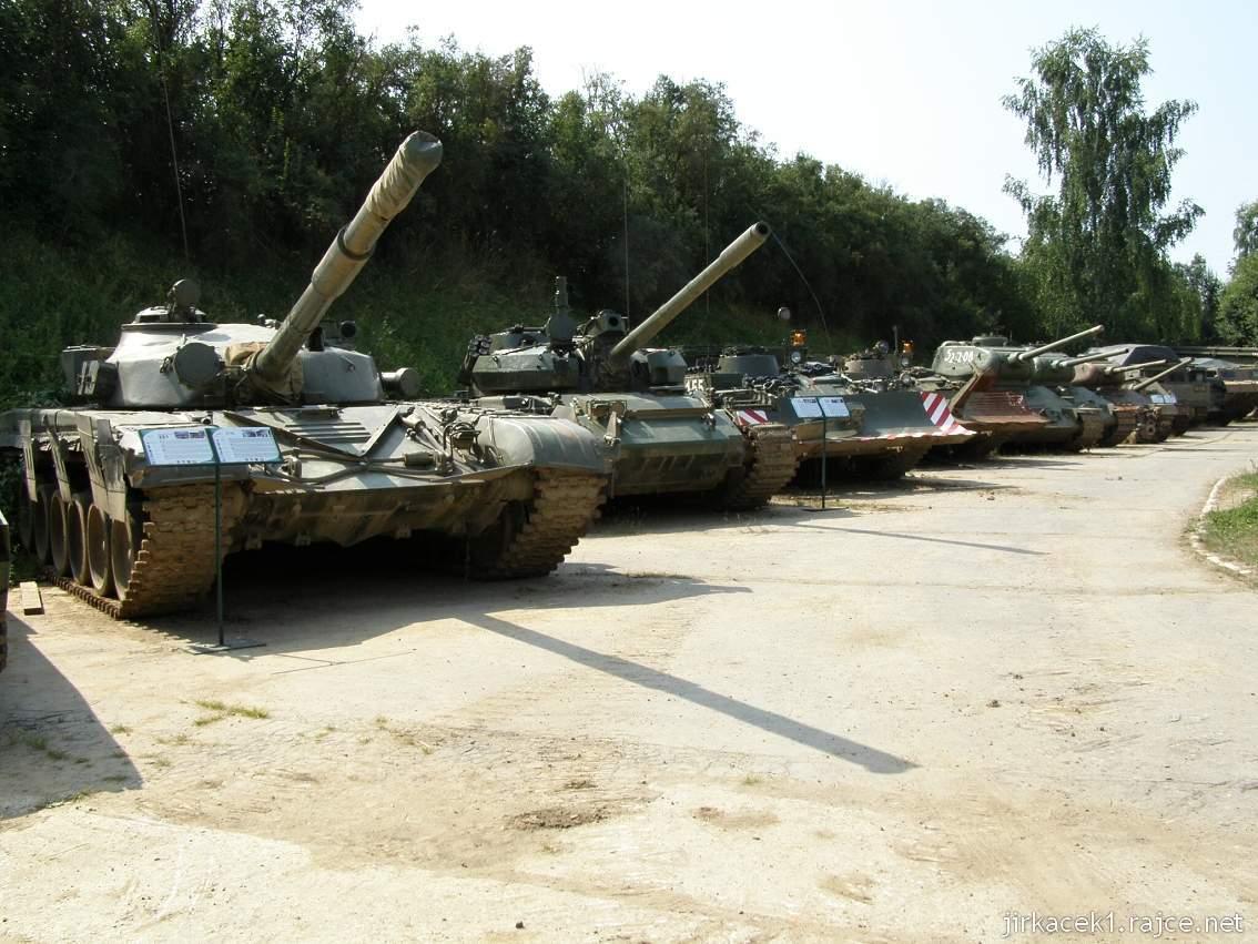 muzeum na demarkační linii Rokycany 00 - řada tanků