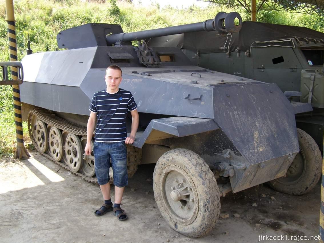 muzeum na demarkační linii Rokycany 23 - obrněný transportér sd.kfz 251-22D