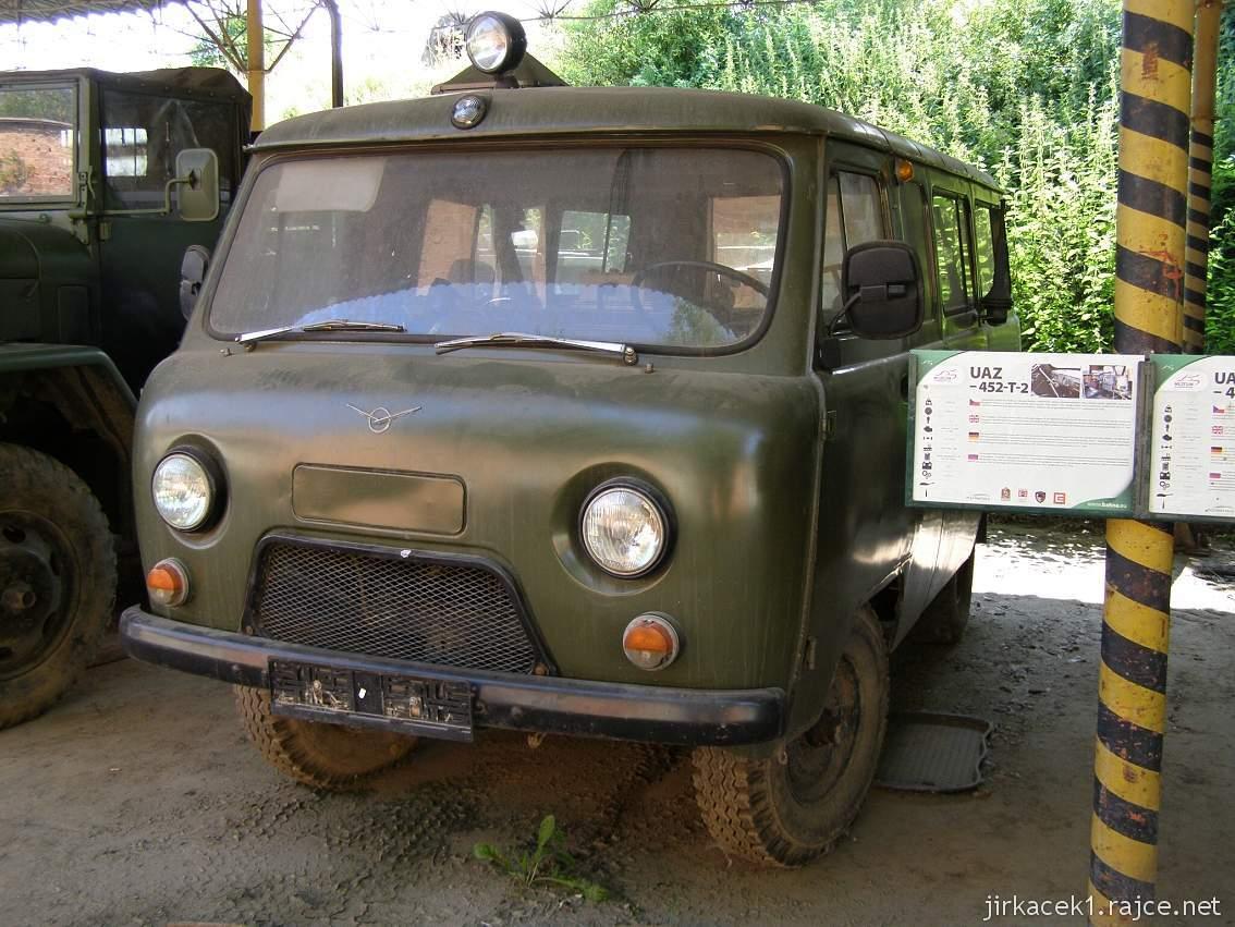 muzeum na demarkační linii Rokycany 24 - vozidlo UAZ-452-T-2