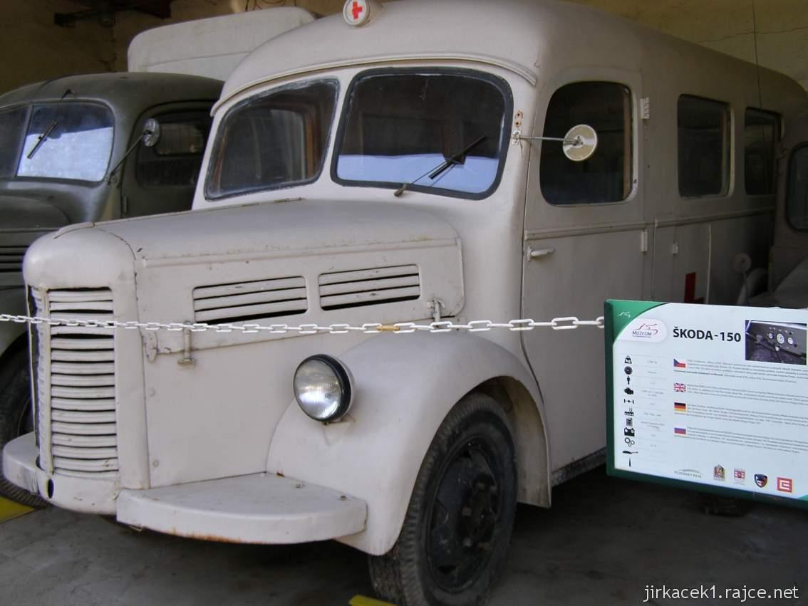 muzeum na demarkační linii Rokycany 42 - sanitní automobil ŠKODA 150
