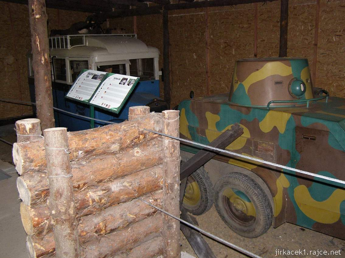 muzeum na demarkační linii Rokycany 50 - vnitřní expozice a malý tank