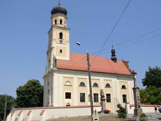 Tworków - kostel sv. Petra a Pavla (Kościół Św. Piotra i Pawła w Tworkowie) - celkový pohled