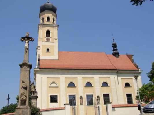 Tworków - kostel sv. Petra a Pavla (Kościół Św. Piotra i Pawła w Tworkowie) - boční pohled