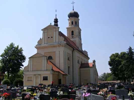 Tworków - kostel sv. Petra a Pavla (Kościół Św. Piotra i Pawła w Tworkowie) - pohled ze hřitova