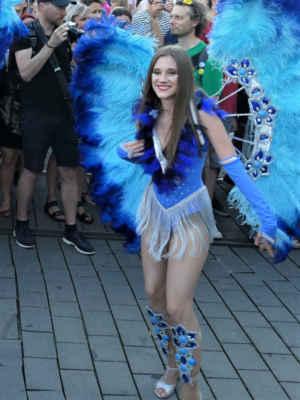... a nemusí to být jen tanečnice se zlatou barvou pleti, vlnit se do jihoamerických rytmů dokáží i naše holky ....